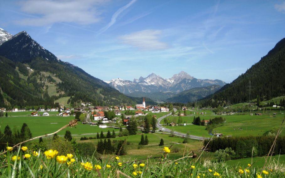 Blick Nach Westen - Im Hintergrund Die Tannheimer Berge
