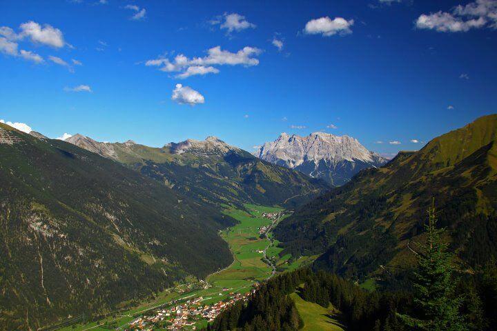 Gipfelblick Vom Almkopf Richtung Wetterstein