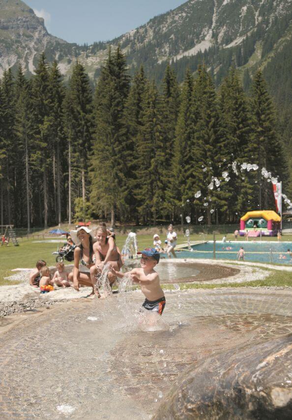 Schwimmbad Baerenbad Berwang 04