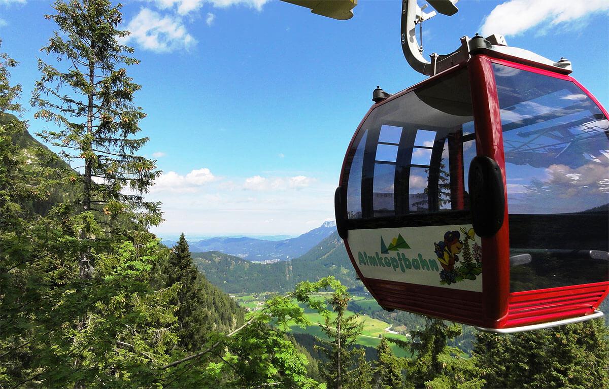 Almkopf Bergbahn Mit Blick Ins Allgäu
